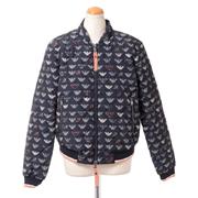 エンポリオアルマーニ スタンド襟ロゴジャケット 中綿 ブラックプリント