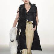 ドロシーシューマッハ ファー使い襟付きノースリーブベスト ウール ブラック