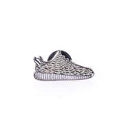 ピントリル ピンバッジ Yeezy Sneaker ホワイト